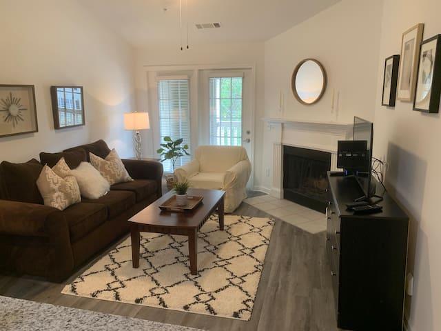 Fabulous One Bedroom w/ Fireplace in Alpharetta