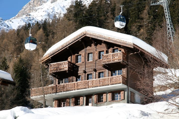 Luxurious chalet in Grimentz (ski-in ski-out)