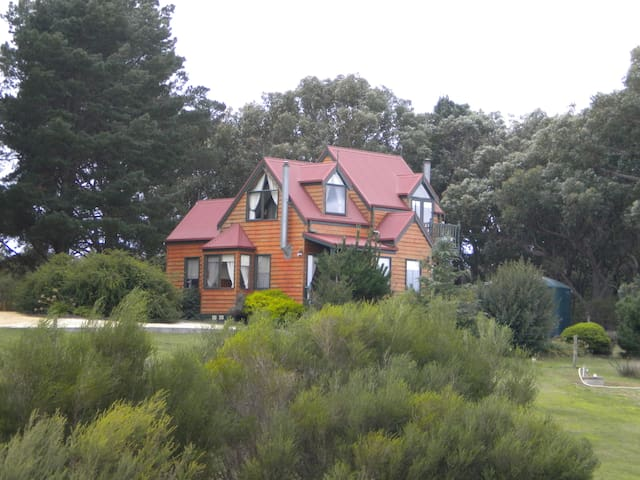 Bells Estate Great Ocean Road Cottage on 10 acres - Bellbrae - Byt