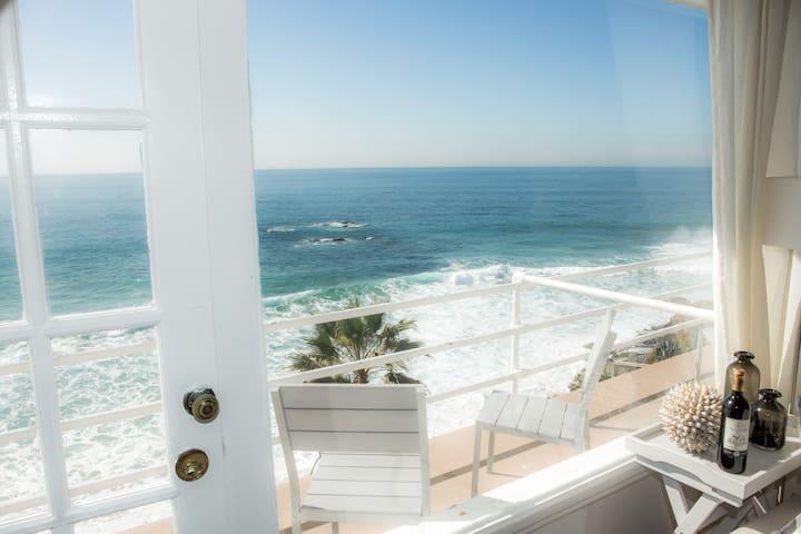 Beautiful Oceanfront Studio! Views! - Laguna Beach - Lägenhet