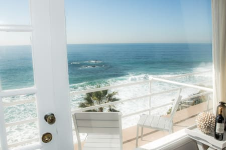 Beautiful Oceanfront Studio! Views! - Laguna Beach