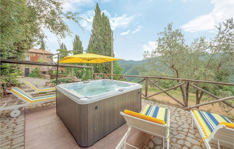 Holiday cottage with 3 bedrooms on 150m² in Arezzo