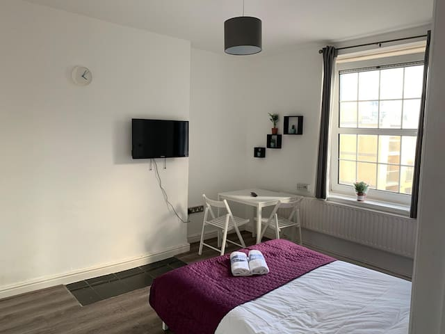 Shoreditch / Bricklane Room 3 (Liverpool St Zone1)