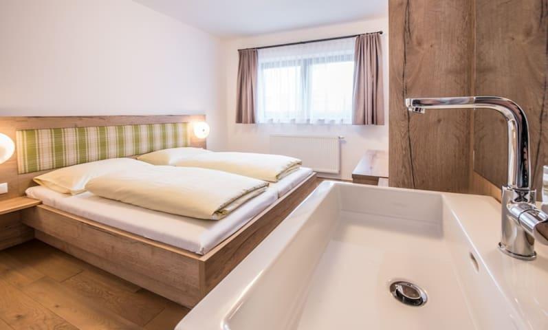 Neu erbautes Ferienhaus  in Saalbach, für 10 Pers. - Saalbach - Willa