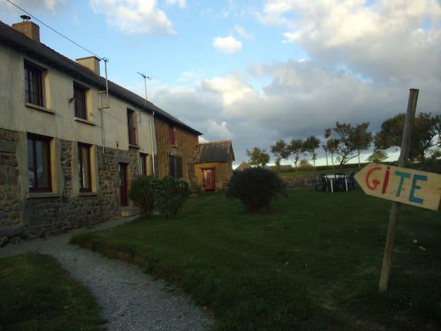 Gîte de la Touche aux Aubry - Tinténiac - Dům