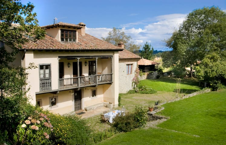 Historic Asturian Villa La Casona - Posada de Llanes - Villa