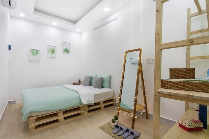 MODERN ROOM NEARLY 5 MINS TO BEN THANH MARKET