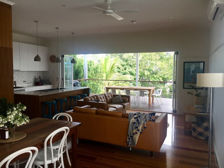 Shorncliffe - Beautifully renovated Qlder