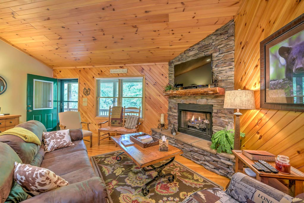 The cabin-style home boasts 1,402 square feet of inviting living space.
