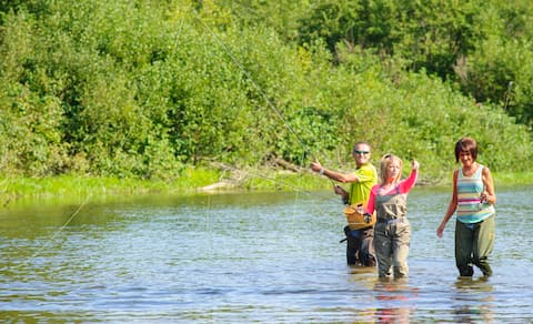 THE ART OF FLY FISHING FOR BEGINNERS.