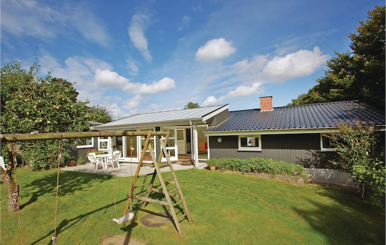 Holiday cottage with 2 bedrooms on 80m² in Børkop
