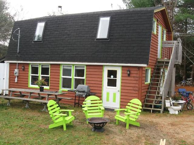 Inexpensive Fun Hostel - Private Triple - Mahone Bay