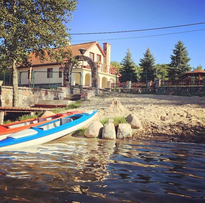 Lakefront House & Sauna, quiet beautiful village.