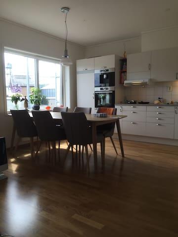 Moderne, ny leilighet - Enebakk - Appartement