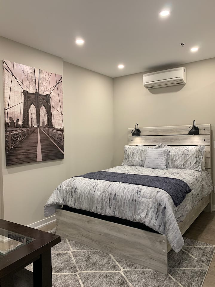New and Cozy Apartment Room in Downtown Hamilton