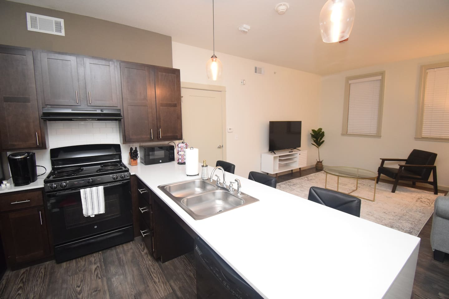 Enjoy Bentonville at its finest with this luxury apartment! Close to everything enjoy walking to Bentonville Square, admiring Crystal Bridges, or hitting up some of the local eateries. This apartment is close to everything you could want!