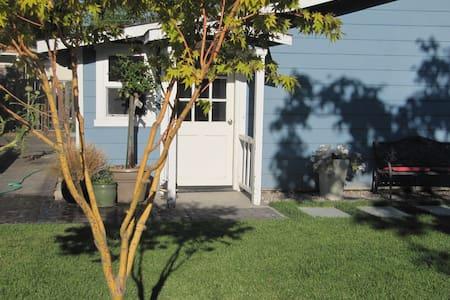 Beautiful Garden Cottage By The Sea - Santa Cruz