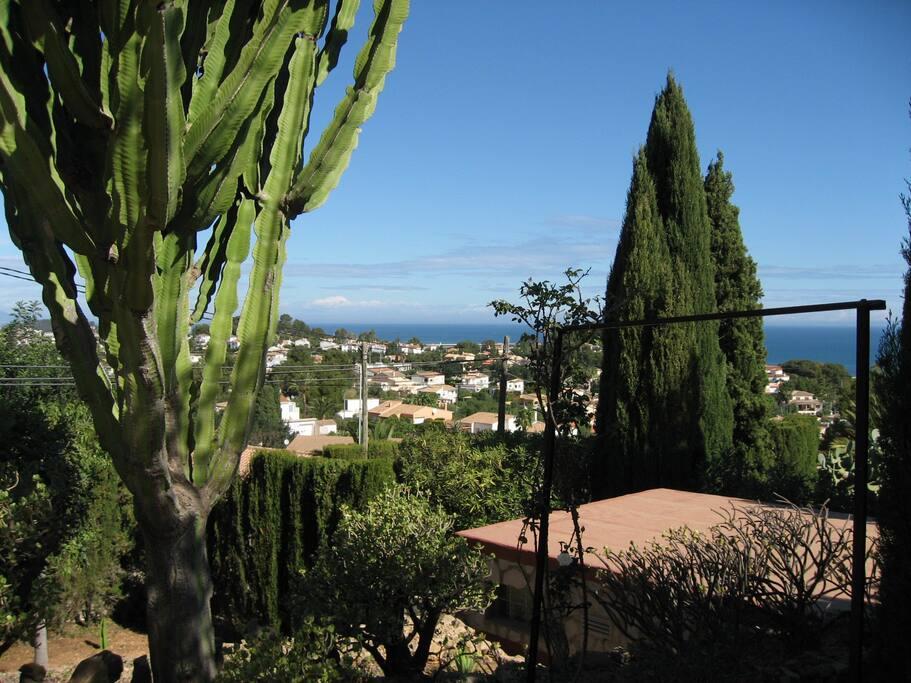 Blick von der Terrasse nach Denia und zum Meer