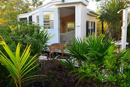Island Cabin in Key Deer Refuge - Big Pine Key