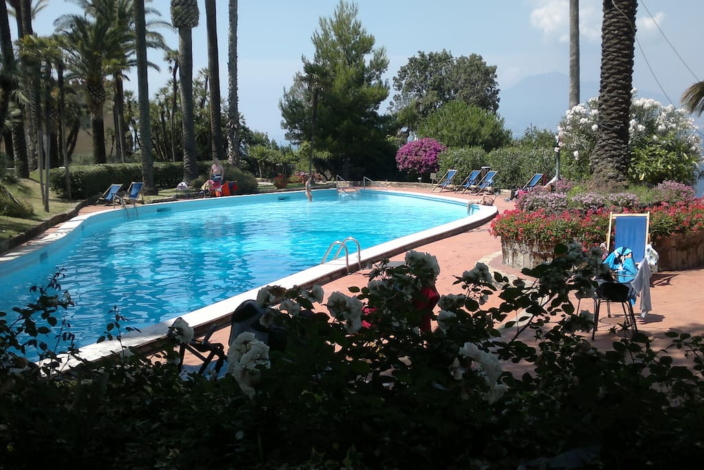 Sorrento coast appartamento in cast appartements louer for Caca dans une piscine