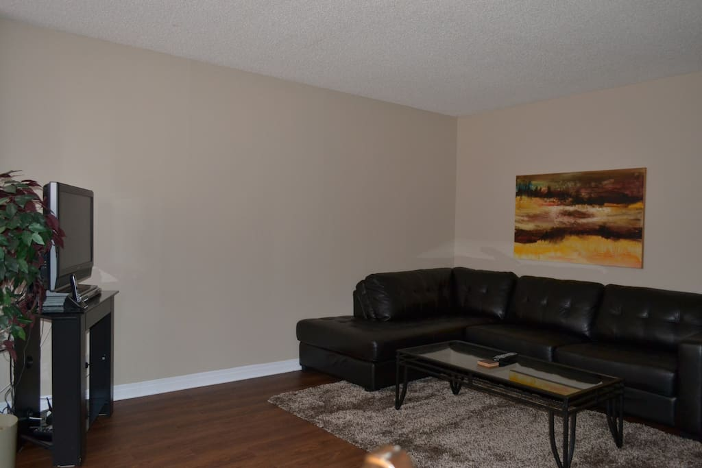 Spacious living room with flat screen TV, DVD & IPod Stereo