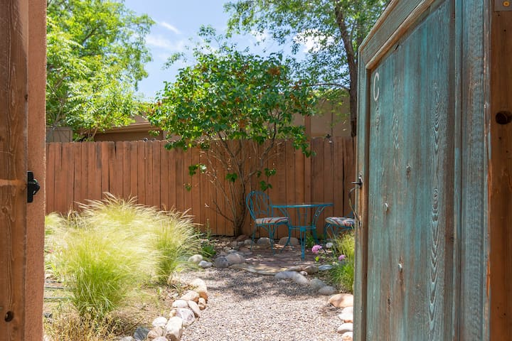 Sunny Adobe Studio Private Courtyard 1.2mi/Plaza