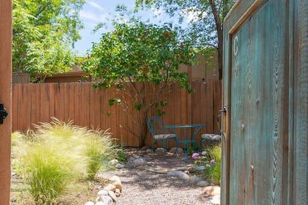 Sunny Adobe Studio Private Courtyard 1.2mi/Plaza