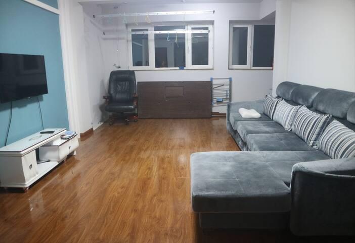 客厅 sitting room
