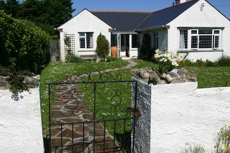 Cedwen - delightful holiday home on SW Coast Path - Trevone - Haus