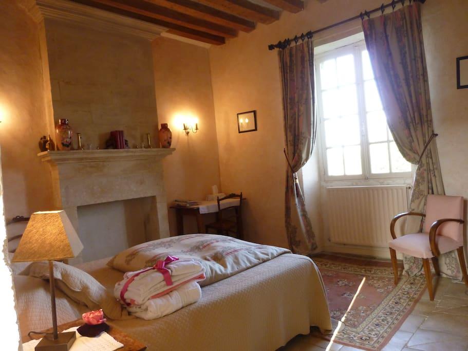 chambre romantique pr s de bayeux chambres d 39 h tes louer g fosse fontenay basse normandie. Black Bedroom Furniture Sets. Home Design Ideas