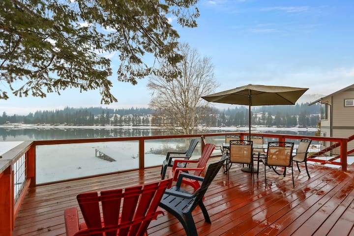 Charming riverfront home w/private canoe, dock & boat ramp, & amazing views!