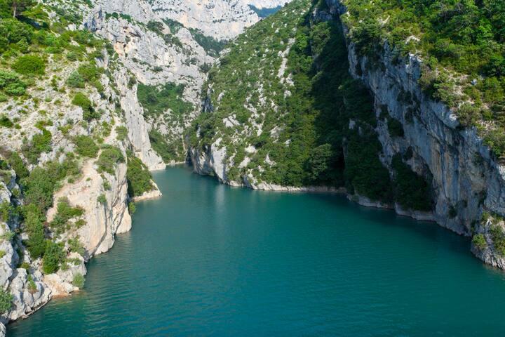 Lac de Sainte Croix mit der berühmten Gorge du Verdun