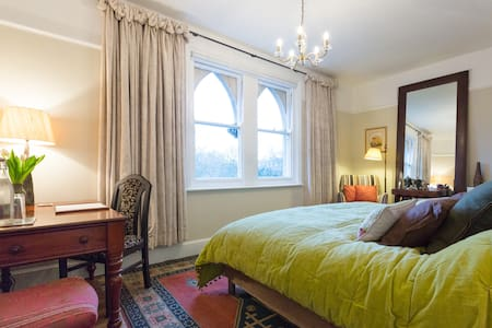 B&B in Classic Central Oxford Home