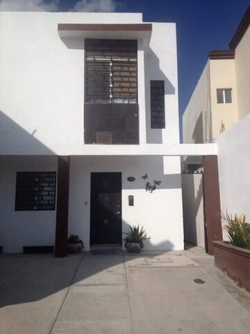 Casa en fraccionamiento privado - Reynosa - Ev