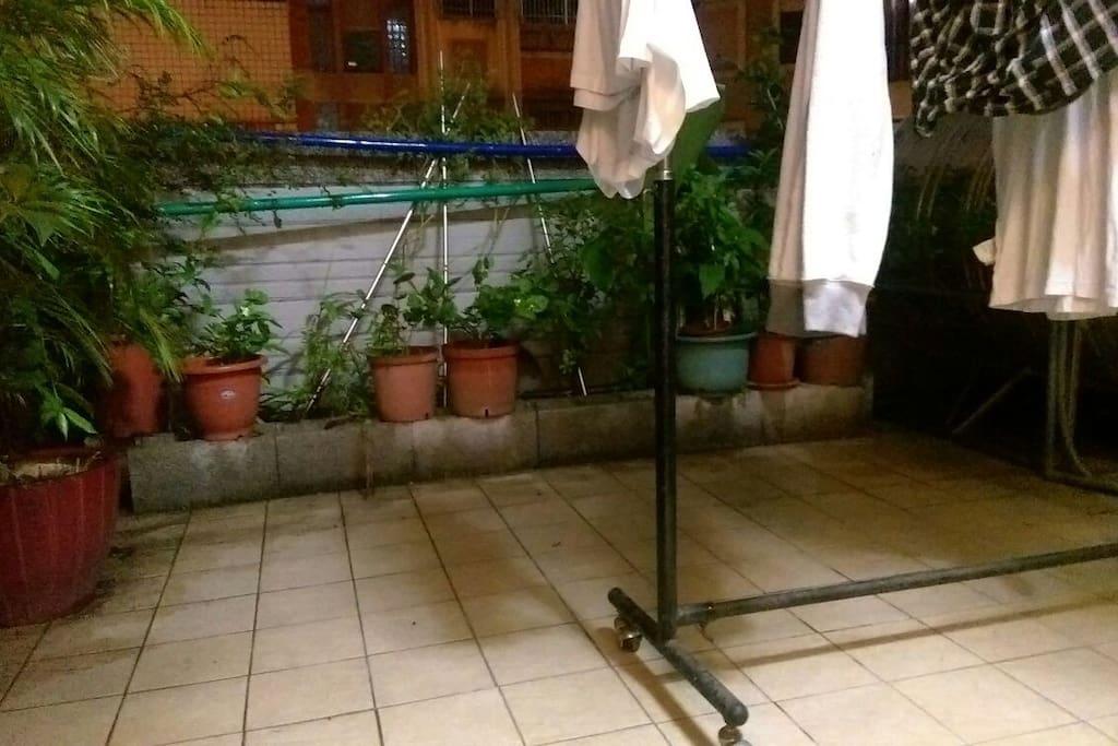 屋外洗衣曬衣間