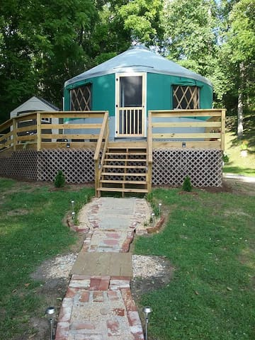Longview Glamping, Yurt Rental