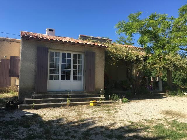 Jolie maison sur terrain de 5000m2 - La Motte-d'Aigues - House