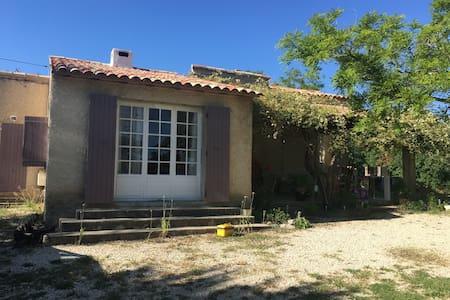 Jolie maison sur terrain de 5000m2 - La Motte-d'Aigues - Haus