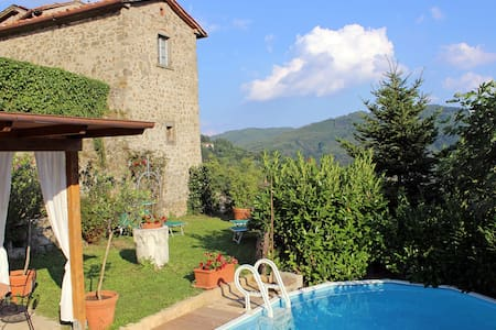 Rustic holiday home in Tuscany-T We - Lancio