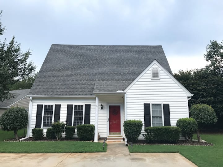 Entire Upstairs Private 2 BR Suite near Clemson!