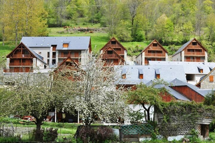 Résidence les Granges de Trescazes sur les hauteurs du village de Loudenvielle