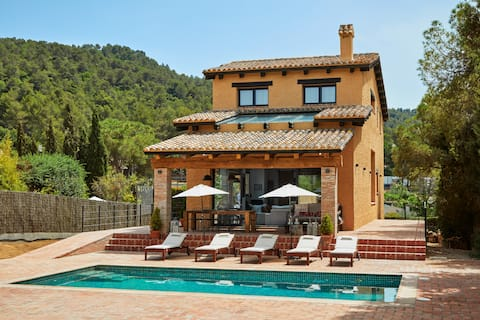 Villa 20 min from Barcelona with pool and barbecue