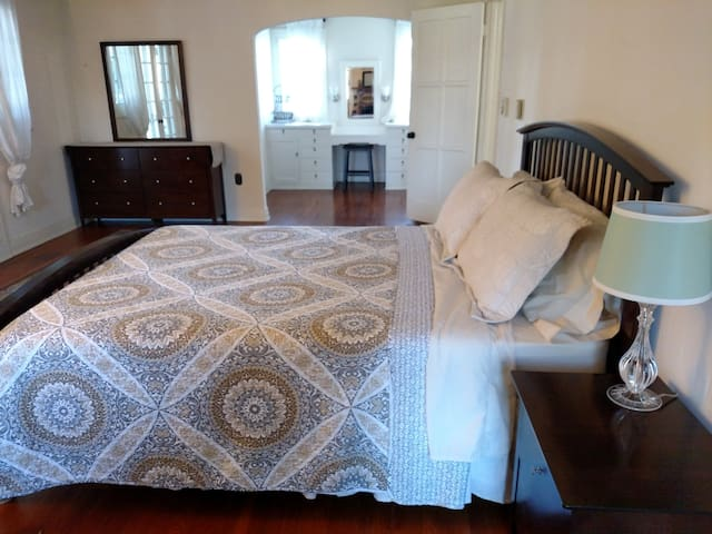 Historic Master Bedroom - Lemon Grove