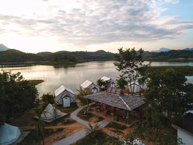 Sunset Nam Ngum tented resort