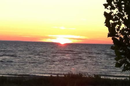 Private Beach Cottage-Families Only - Wasaga Beach - Mökki