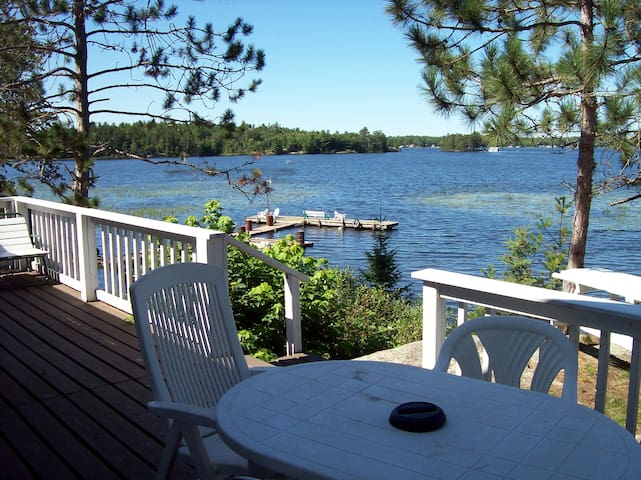 Large Three bedroom Lakefront Cottage 1