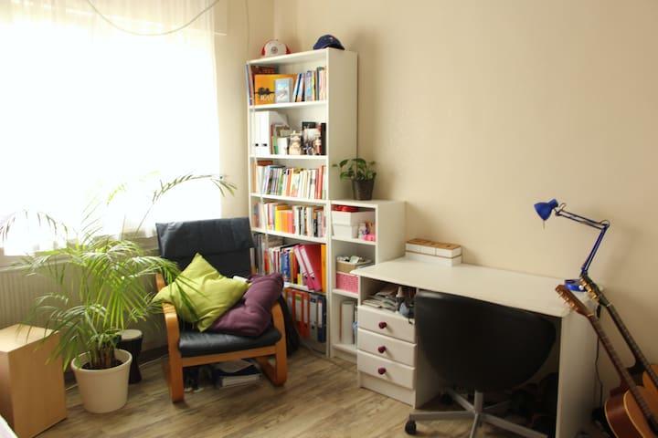 Zimmer in geräumiger Studenten-WG - Mainz - Rumah
