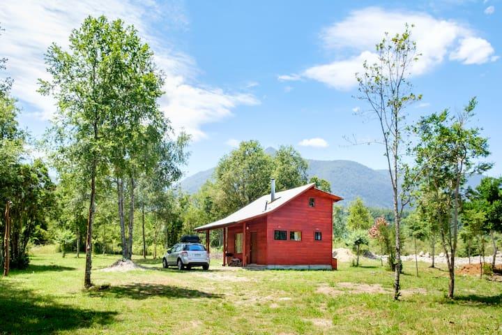 Cabaña con vistas a las montañas y acceso al lago