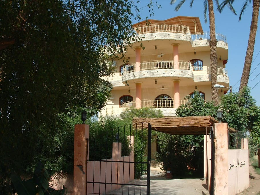Peaceful holiday in luxor egypt apartments for rent in for Luxor baths