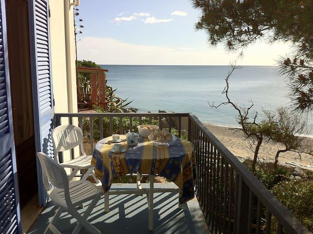 Accogliente casa in villa, sul mare